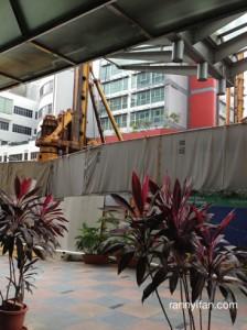 Konstruksi MRT di depan hotel