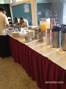 Toast, Mie goreng, cereal, juice dan teh/kopi